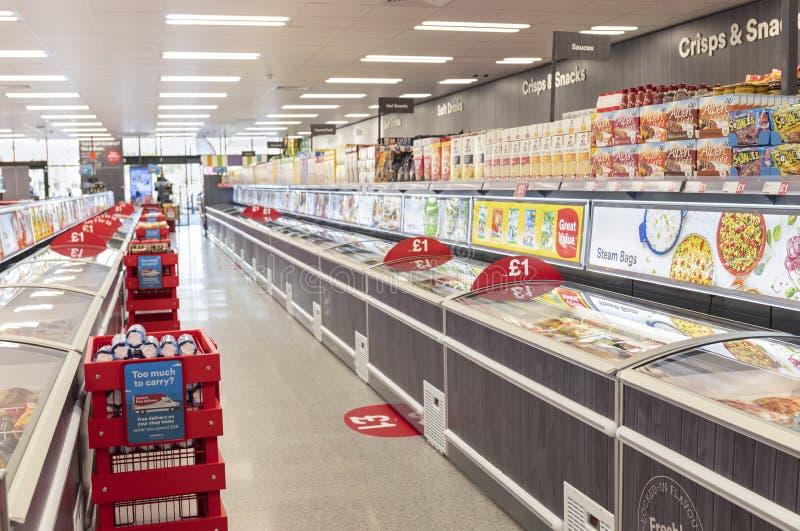 Island supermarket nu som ?r ?ppen p? r?vdalen i Sheffield arkivfoton