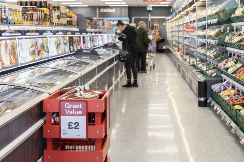 Island-Supermarkt jetzt offen an Fox-Tal in Sheffield stockfotografie