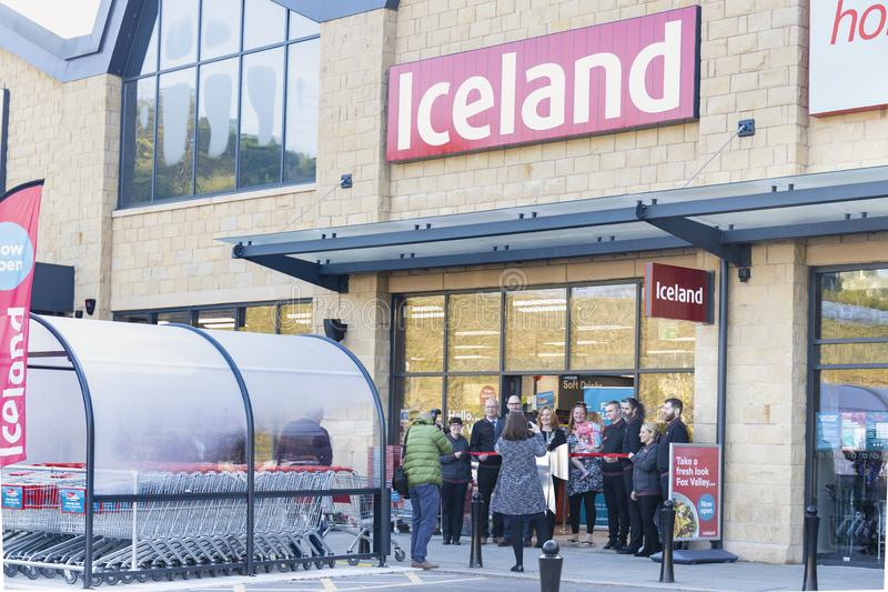 Island-Supermarkt jetzt offen am Fox-Taleinkaufszentrum in Sheffield stockbilder
