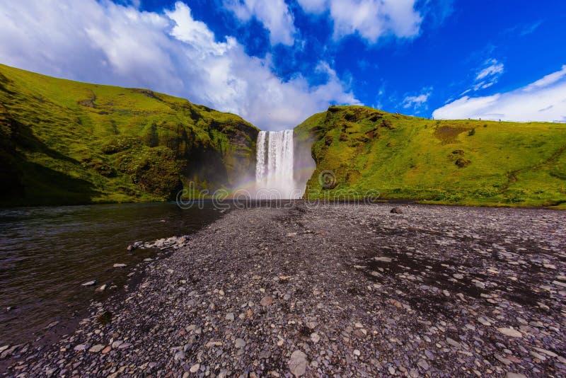 Island, Wasserfall Skogafoll-Sommer lizenzfreies stockfoto