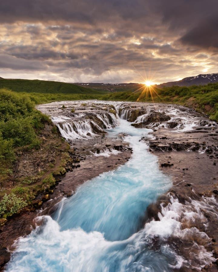 Islandia - Bruarfoss - movimiento del agua en la exposición larga foto de archivo