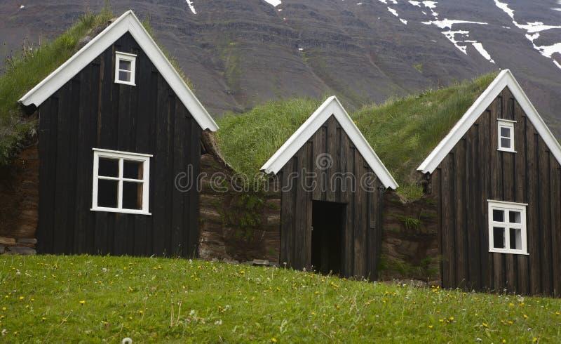 Islandia. Casas de madera islandesas tradicionales. Islandia del norte. foto de archivo