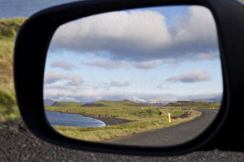 Islandia: Lago Myvatn en espejo fotografía de archivo libre de regalías