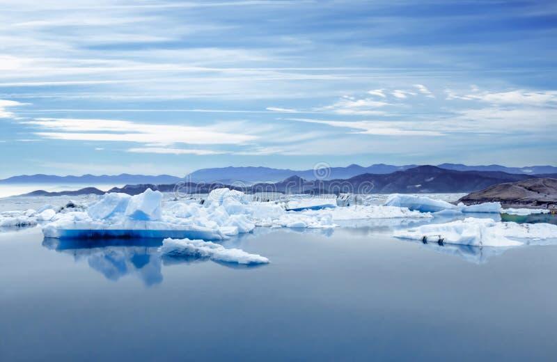 Islandia, laguna de Jokulsarlon, imagen hermosa del paisaje de la bahía islandesa de la laguna del glaciar foto de archivo