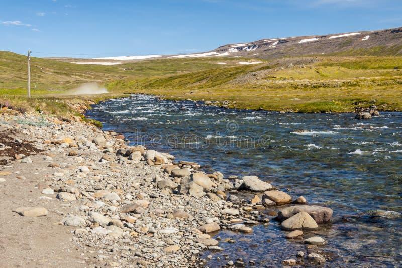 Islandzka rzeka w Unadsdalur. zdjęcie royalty free