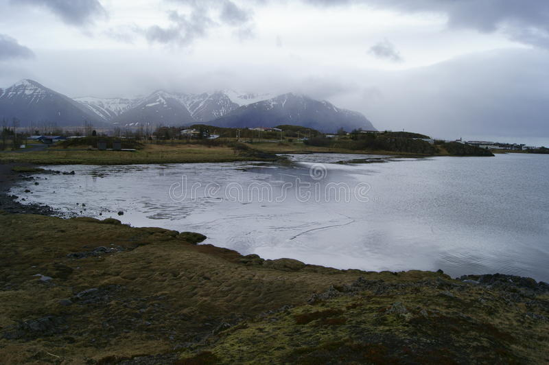Islandzkie góry i ocean obrazy royalty free