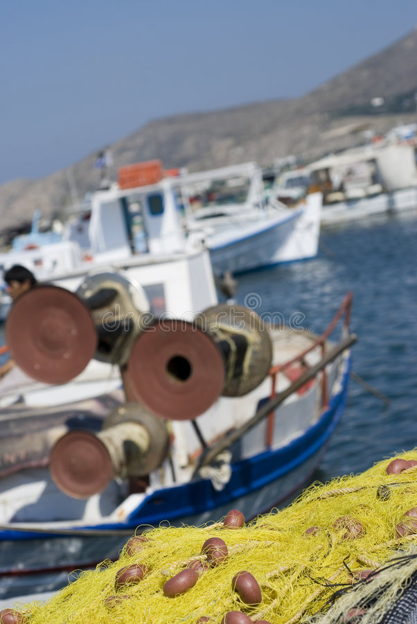 Islas del Griego de los barcos de pesca fotos de archivo
