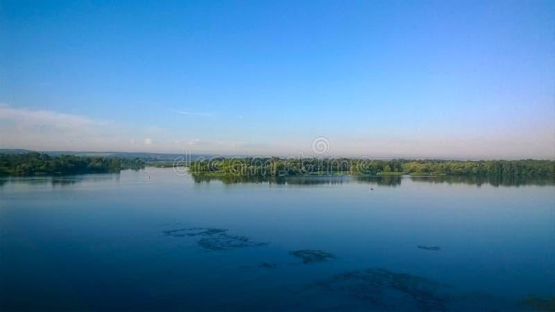Islas en el río de Dnieper en la ciudad de Kremenchug imágenes de archivo libres de regalías