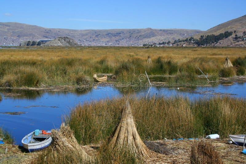 Islas flotantes en el lago del titicaca imagen de archivo libre de regalías