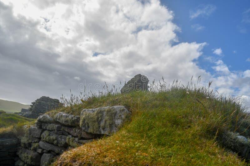 Islas Orcadas, Brae de Skara Ruinas neolíticas imágenes de archivo libres de regalías