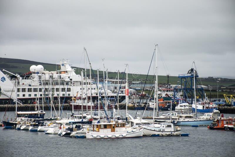 Islas Orcadas Escocia Reino Unido 18 de Kirkwall del puerto del barco de las naves 05 2016 imágenes de archivo libres de regalías