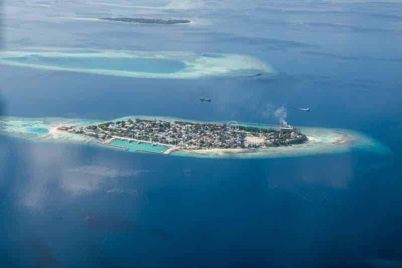 Islas y atolones tropicales en Maldivas imagen de archivo libre de regalías