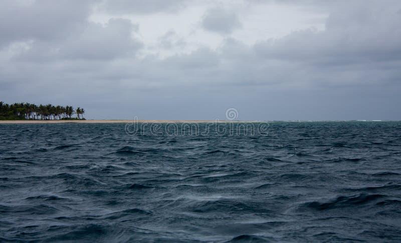 Islas y el mar cerca de la isla de Uoleva en Tonga foto de archivo libre de regalías
