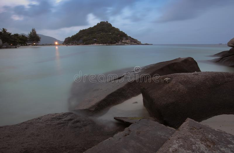 Islas y piedras hermosas, Tailandia de Nangyuan imagenes de archivo