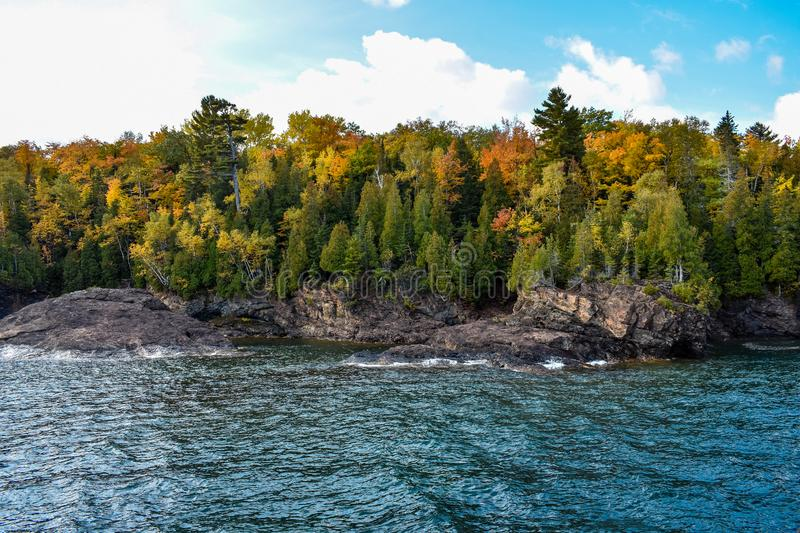 Isle Presque, Marquette Michigan Autumn cores e belas cores do Lago Superior imagens de stock