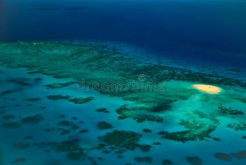 Isleta de Upolu en medio del gran filón de barrera de los filones fotografía de archivo