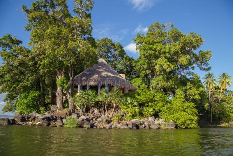Isletas, kleine eilanden van het meer van Nicaragua stock foto's