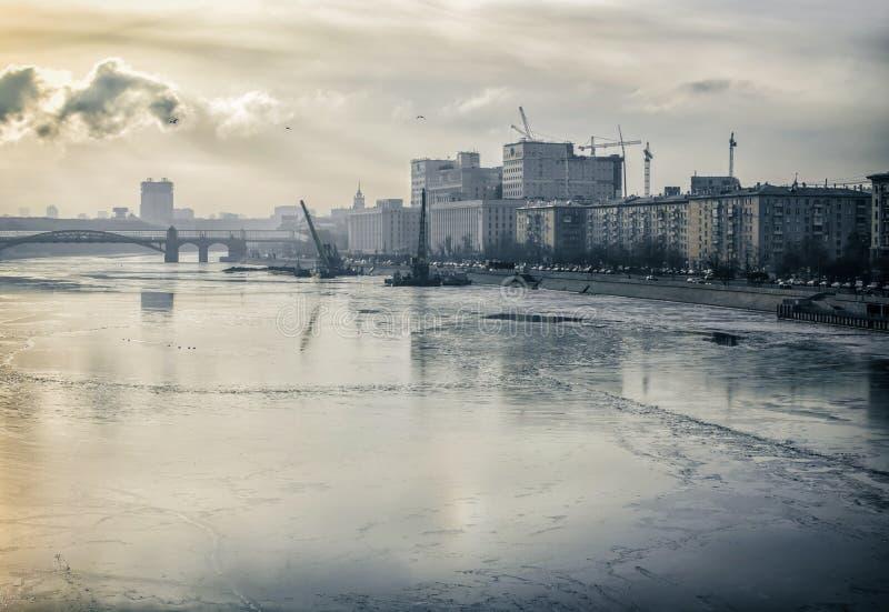 IsMoskva flod fotografering för bildbyråer