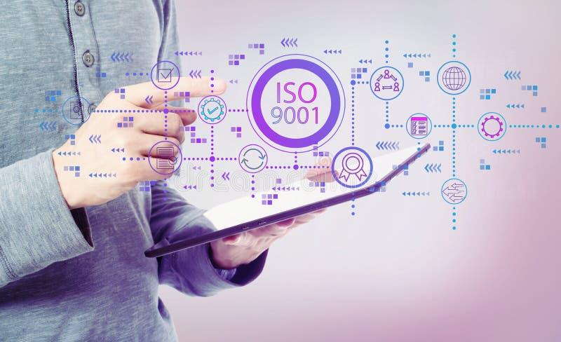 ISO 9001 с человеком держа планшет стоковые фото