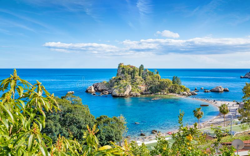 Isola Bella is klein eiland dichtbij Taormina, Sicilië, Italië royalty-vrije stock fotografie