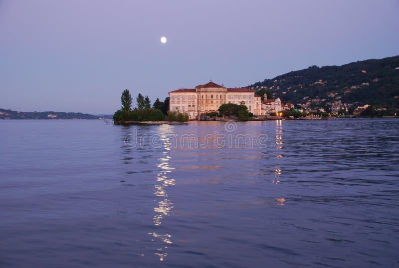 Isola Bella, Lago Maggiore por noche fotos de archivo