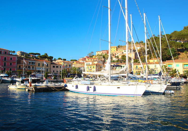 Isola d'elba -波尔图azzurro 免版税库存图片