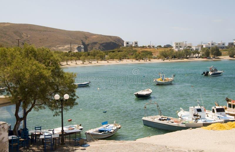 Isola del Greco delle Cicladi dei Milos di Pollonia della spiaggia del porto immagine stock