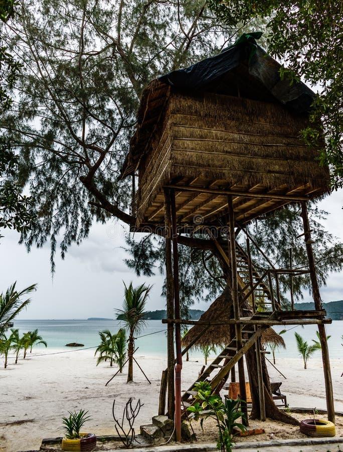 Isola della Cambogia Bungalow sulle alte gambe immagini stock libere da diritti