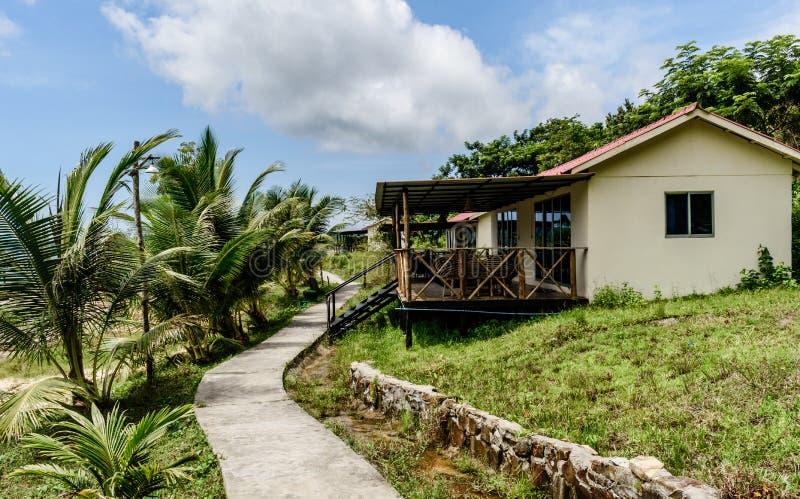 Isola della Cambogia il bungalow con una grande veranda fotografie stock