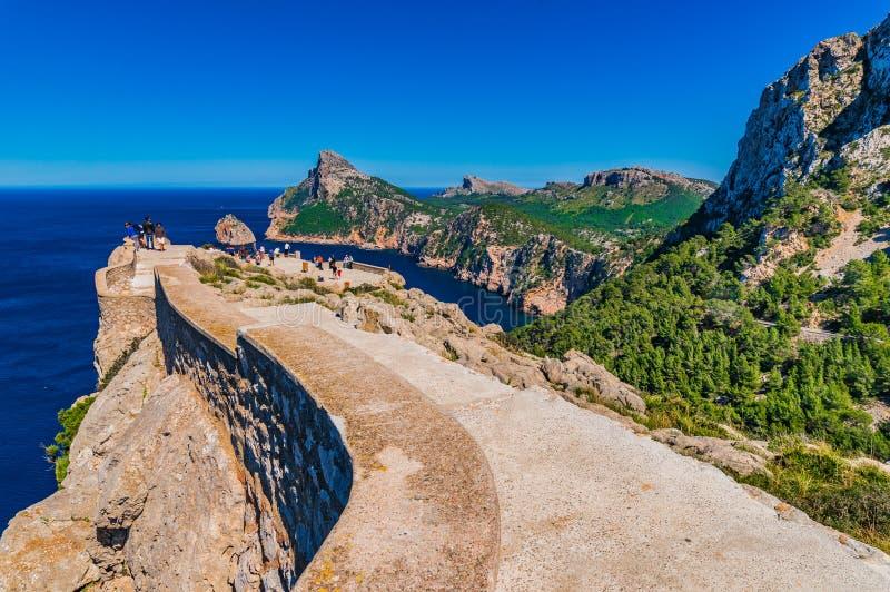 Isola della Spagna Maiorca, punto di riferimento naturale famoso Cape de Formentor immagine stock