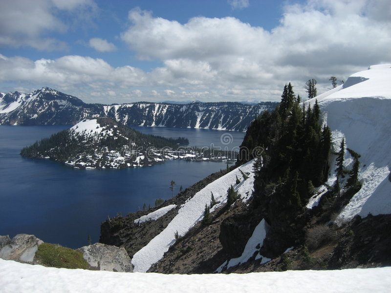 Isola dello stregone - lago crater fotografia stock libera da diritti