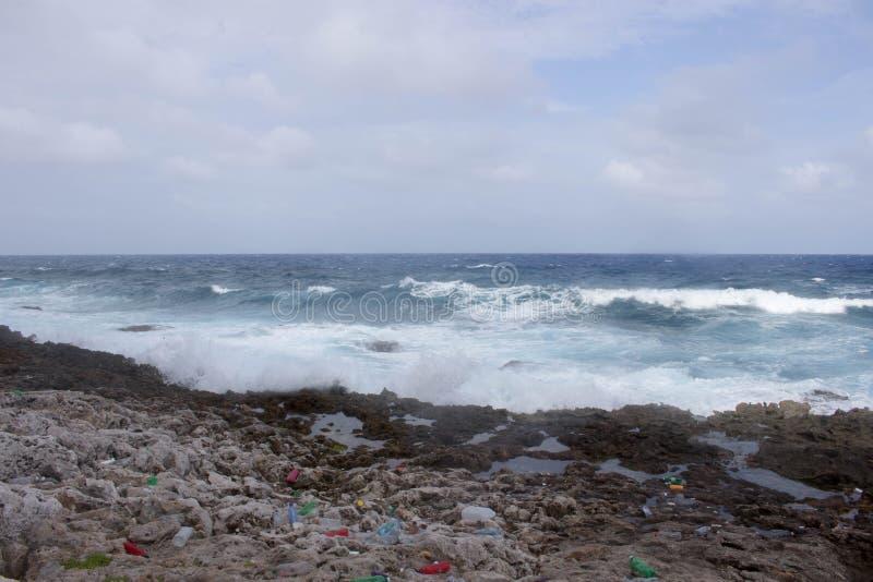 Isola di caimano di plastica del litorale immagini stock