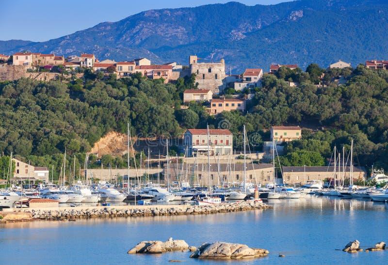 Isola di Corsica, Francia Paesaggio costiero di estate fotografia stock