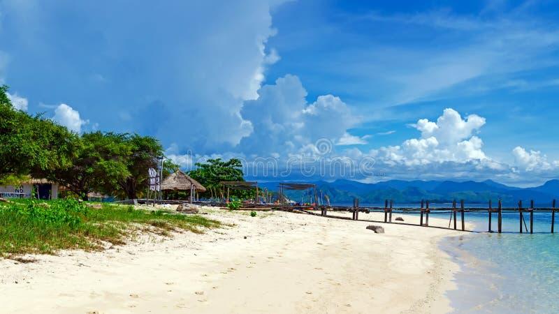 Isola di Kanawa della costa, Indonesia fotografia stock