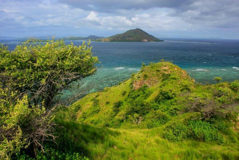 Isola di Kanawa nel mare del Flores, Nusa Tenggara, Indonesia immagine stock libera da diritti