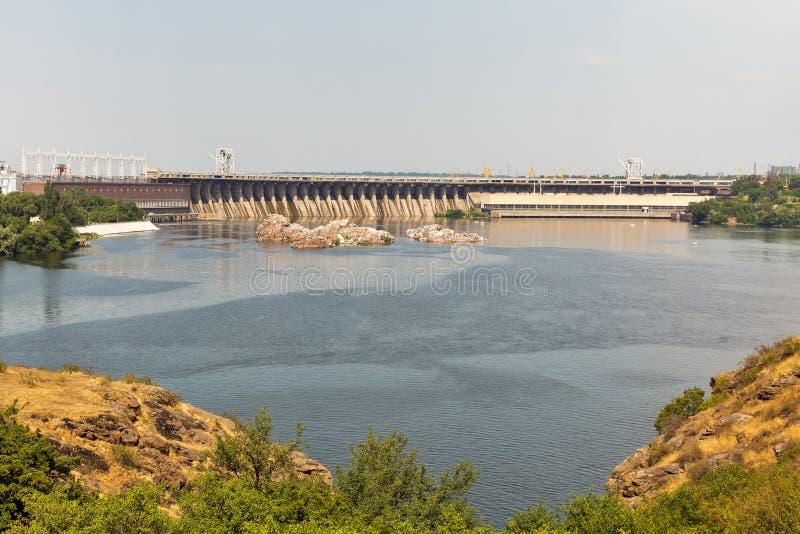 Isola di Khortytsia, fiume di Dnieper e centrale elettrica di energia idroelettrica Zaporizhia, Ucraina immagini stock libere da diritti