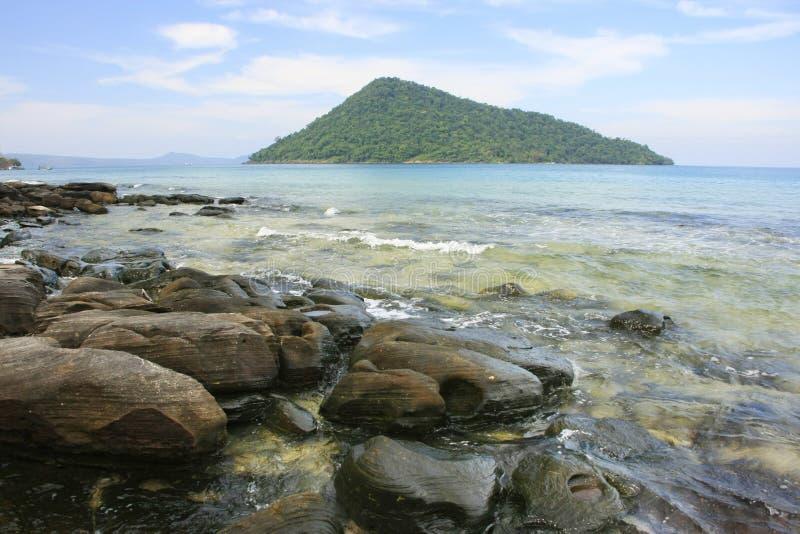 Isola di Kon del KOH che vede dall'isola di Rong Samlon del KOH, golfo di Thail fotografia stock libera da diritti