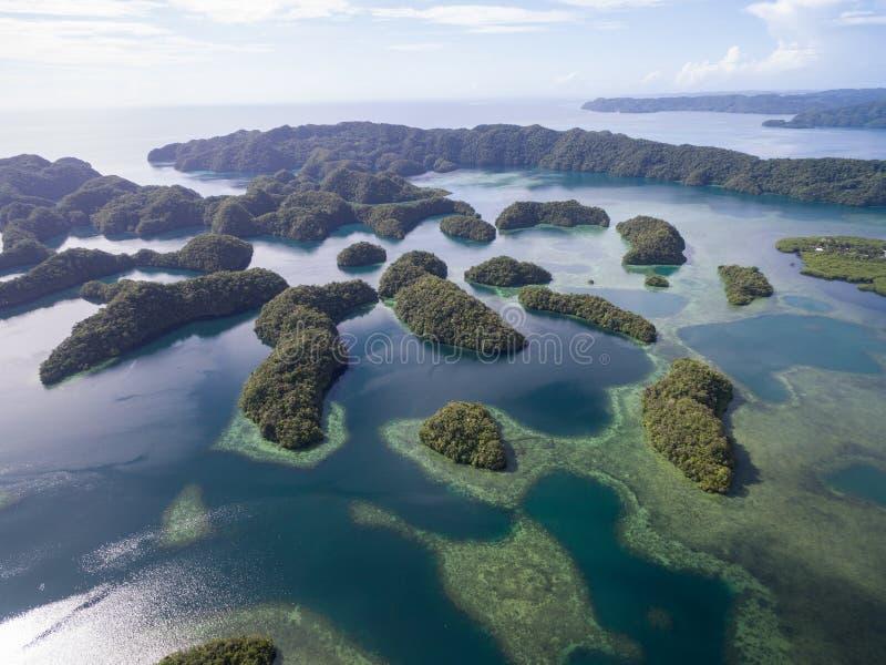 Isola di Koror a Palau Arcipelago, parte della regione della Micronesia fotografia stock libera da diritti