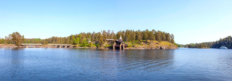 Isola di Monastyrsky, Valaam Cappella di tutti i san di Valaam Panorama fotografia stock