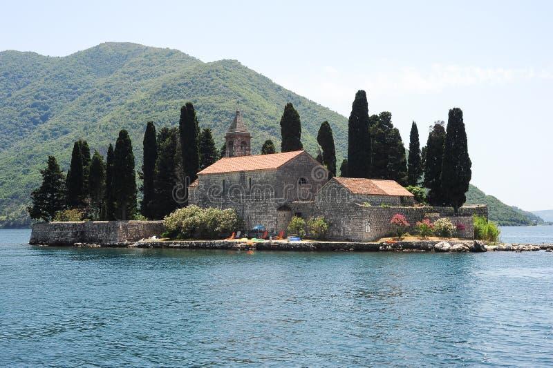 Isola di San George sulla baia di Cattaro fotografie stock libere da diritti