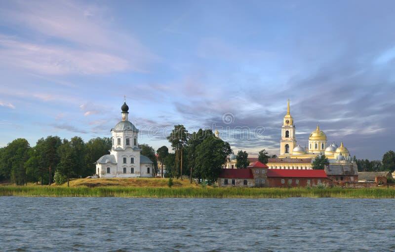 Isola di Stolobny del monastero sul lago Seliger La Russia fotografie stock libere da diritti
