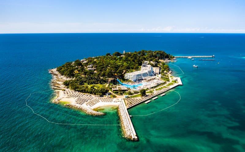 Isola di Sveti Nikola vicino a Porec, Croazia fotografia stock libera da diritti