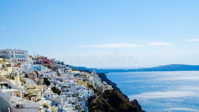 Isola di Thera Santorini OIA di bella vista con Volcano And Ships In Greece fotografie stock