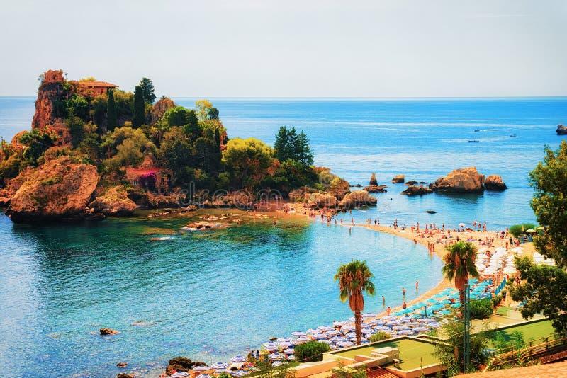 Isola e spiaggia di Isola Bella in Taormina Sicilia fotografia stock libera da diritti