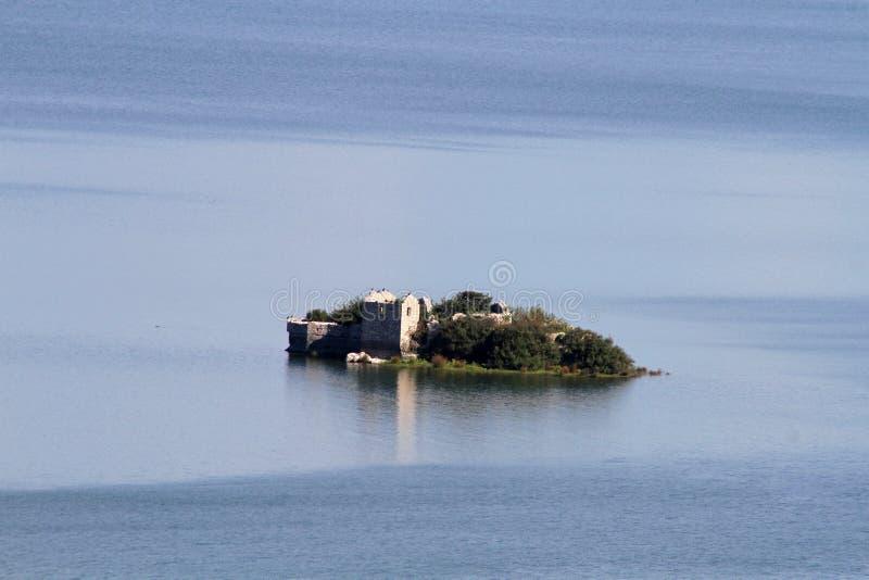 Isola Grmozur - lago Skadar fotografia stock libera da diritti