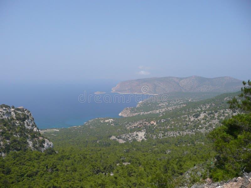 Isola nebbiosa Grecia di Rodi di vista del paesaggio immagini stock