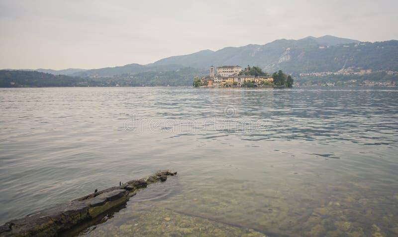 Download Isola Orta San Giulio fotografia stock. Immagine di colore - 101067404