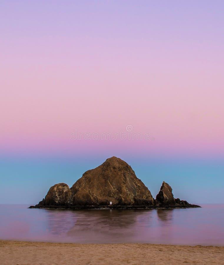 Isola Snoopy dopo il tramonto fotografie stock
