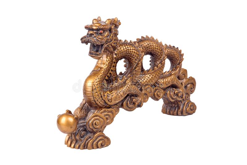 Isolado da estátua dourada do dragão no branco, para comemorar para Chin foto de stock