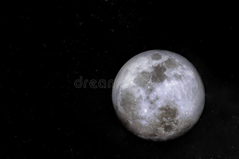 Isolado da Lua cheia no céu na noite fotografia de stock